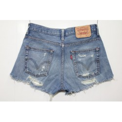 Short levis destroyed denim